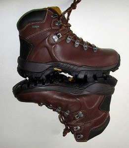 side view of Fulcrum hiking boots